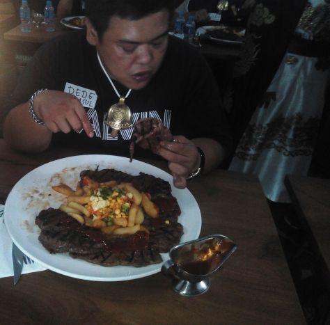 Salah satu Peserta Wagyu Eating Competition di Abuba Steak Cipete | Dokumentasi pribadi