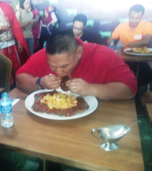 Pserta Lahap Makan Satu Persatu Slice Wagyu | Dokumentasi Pribadi