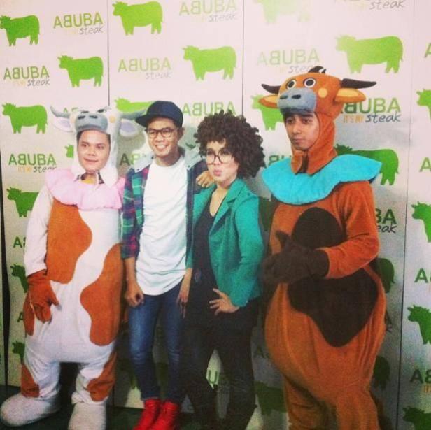 MC Wagyu Eating Competition : TJ (penyiar Gen FM) dan Angga Anwar | Dokumentasi Facebook Abuba Steak