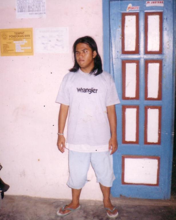 Saya Sewaktu KKN di depan Base Camp | Dokumen Pribadi