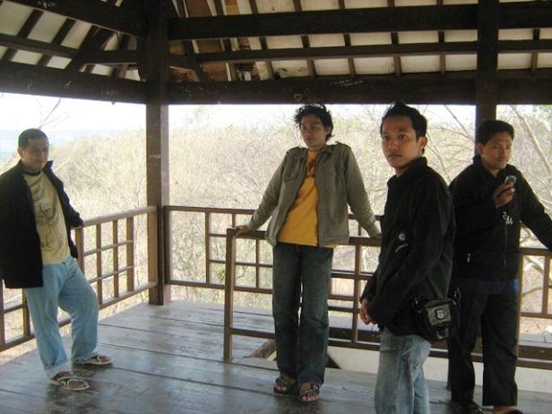 Menemukan Gardu Pandang Di Atas Bukit Istana Ratu Bokko Sebelum Pulang Ke Kota Jogjakarta
